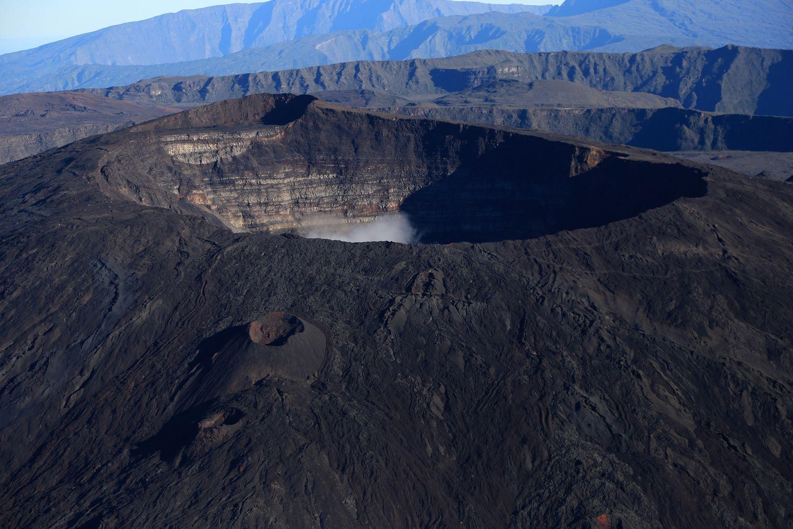Piton De La Fournaise Dolomieu And Bory Craters Photo C Bernard Duyck 2017 Volcano Natural Landmarks Earth