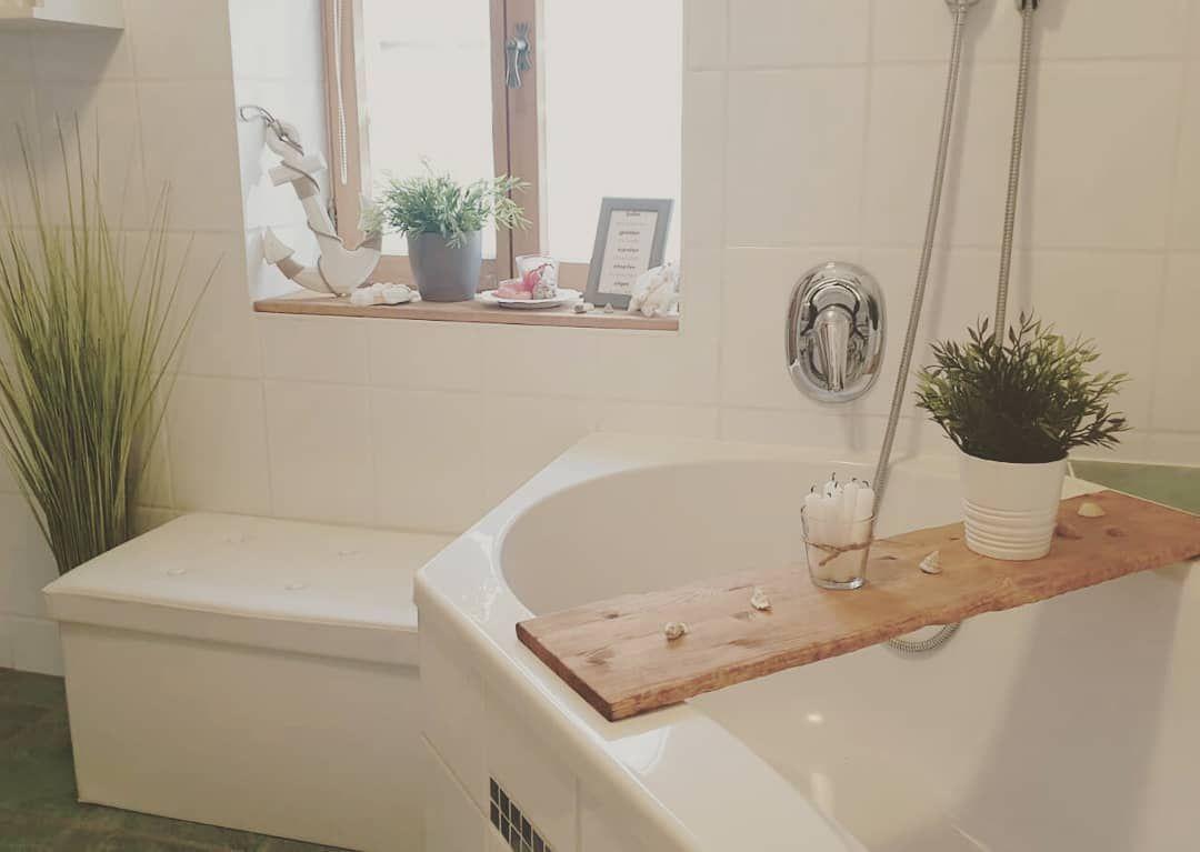 Unser Badezimmer Reingehen Und Wohlfuhlen Badezimmer Badezimmerdeko Bad Badezimmerideen Landhausliving Landhausliebe L Bath Bath Caddy Bathroom