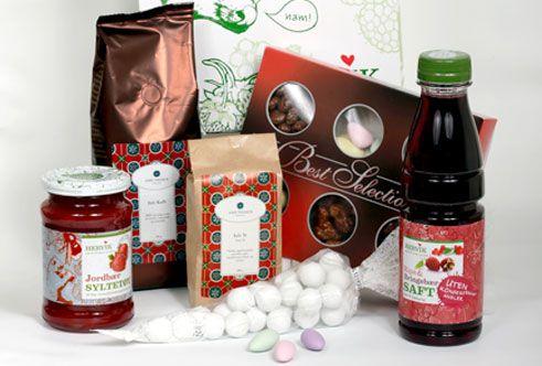 Variert Julehygge, gaveeske med Hervik jordbærsyltetøy, Hervik rips & bringebærsaft, julete, julekafe og Best Selection konfekt