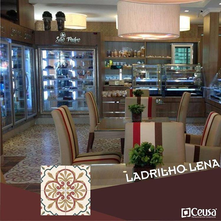 O ladrilho Lena garantiu um charme especial a esse café projetado por Rita Willeman.  #ceusarevestimentos #ceusa #arquitetura #decoração #inlove #apaixonadosporceusa #café #coffee #ladrilho #ladrilhoceusa