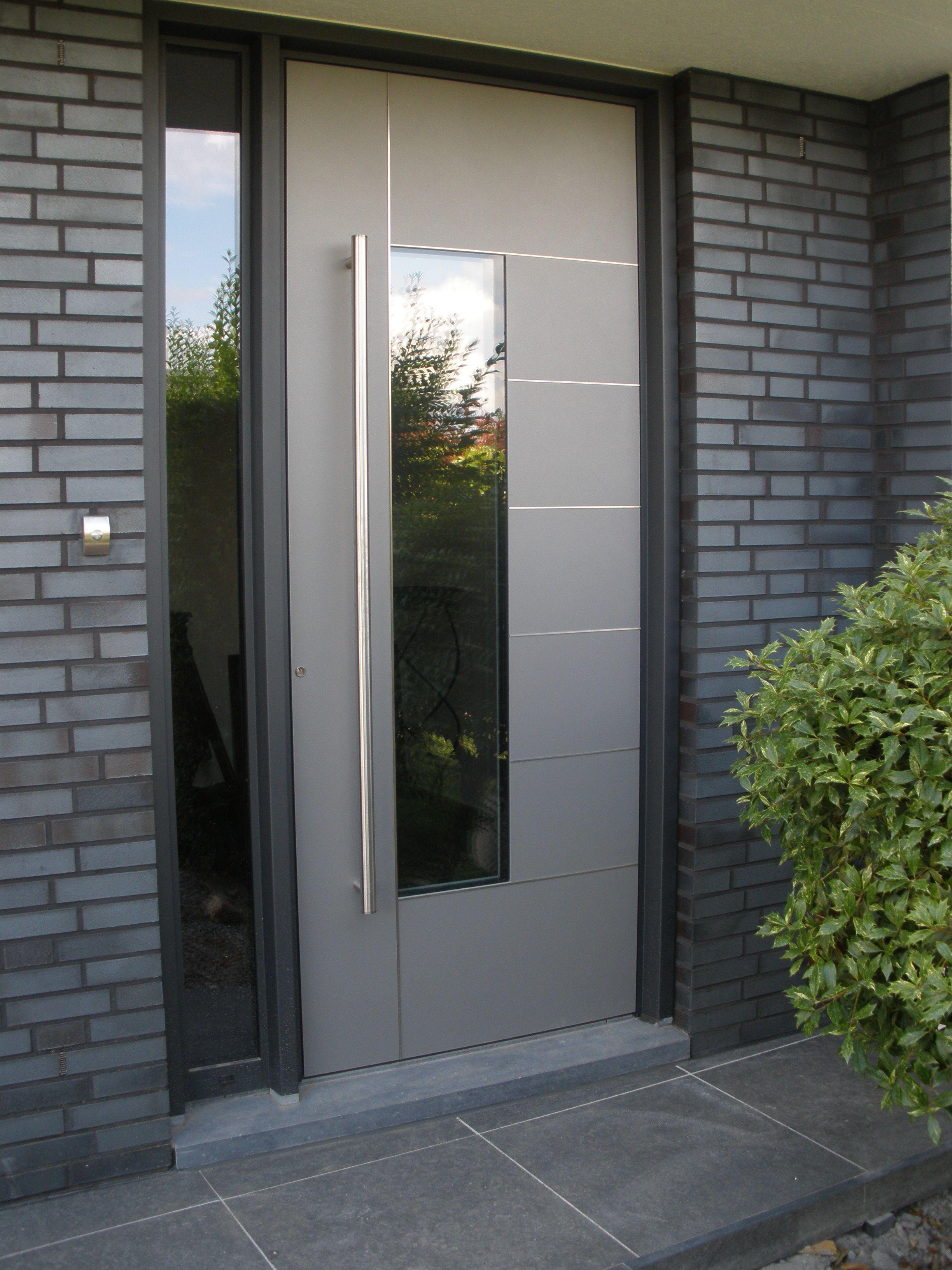 Voordeur kura adeco caverro aluminium vleugeloverdekkend for Modern front doors for homes