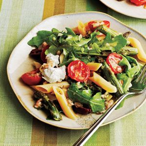 Roasted Asparagus and Tomato Penne Salad with Goat Cheese. get in my belly.