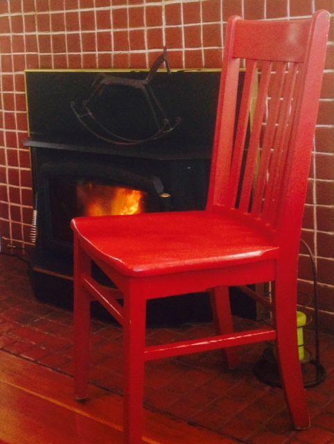 Red warming up by the fire at The Carlton Inn B&B.  #redchairtravels #redchairinoregon #carltonoregon #oregonwinecountry #thecarltoninn #oregonbedandbreakfastguild