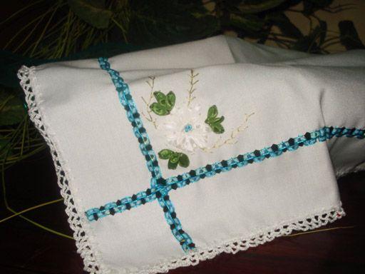 Servilletas bordadas en liston para bautizo - Imagui