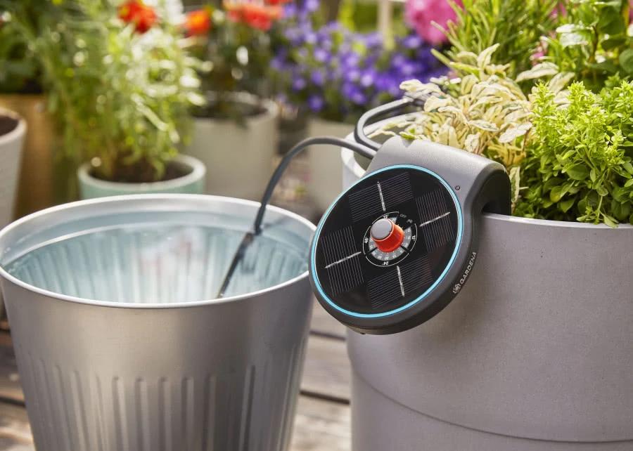 Automatyczne Podlewanie Bez Dostepu Do Pradu I Wody Tak To Mozliwe Sprawdz Aktualnosci Ogrodnicze Zielony Ogrodek Pot De City Garden Compost Bin