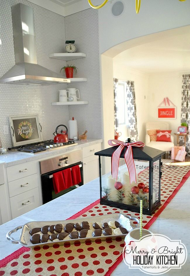 Merry and Bright Christmas Kitchen at the 1905 Cottage! {Free