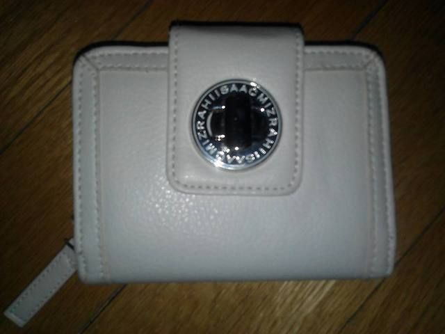 Authentic White Issac Mizrahi Wallet. Starting at $10 on Tophatter.com!