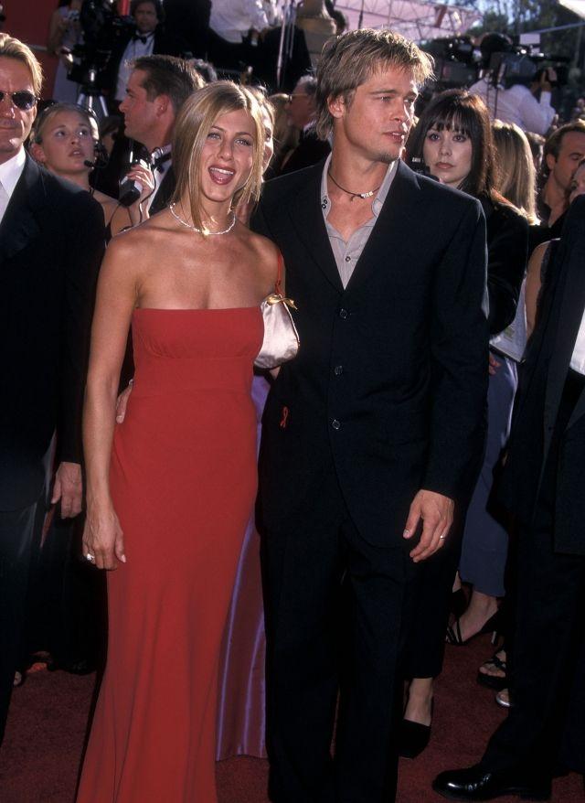 Pin By Ibolya Papp On Jennifer Aniston Brad Pitt And Jennifer Jennifer Aniston Style Nice Dresses