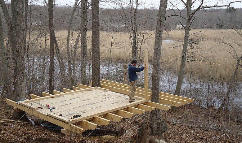 Un jeune couple décide de construire la cabane de ses rêves en plein