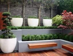 I like this bit, using staggered height to create a sense of privacy. I'd like it softer, less rigid. Different plants, some spellers and blooms. Love the benches coming out of the planters.