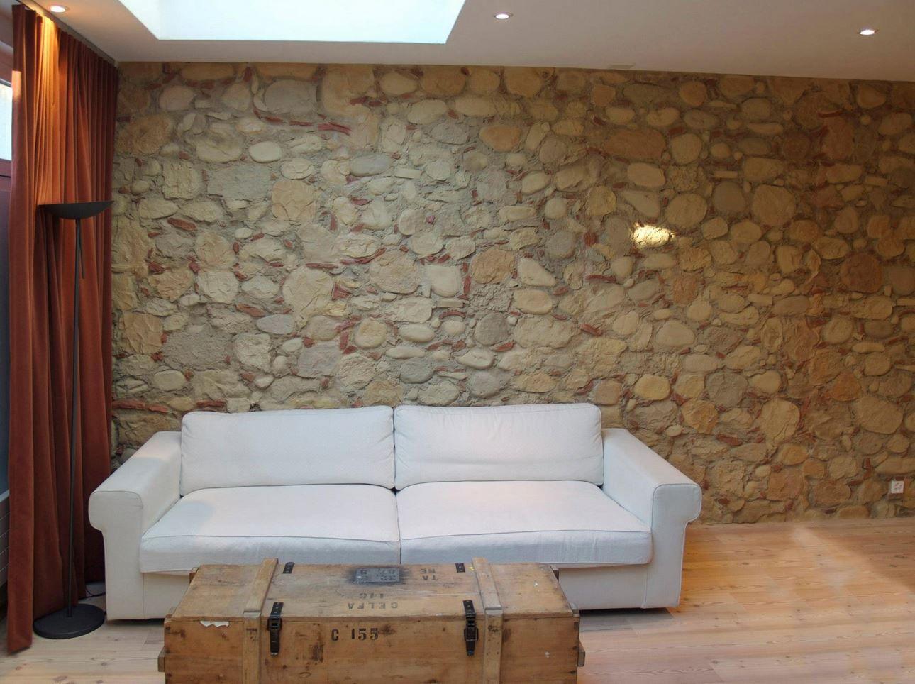Bodenstrahler Wohnzimmer ~ Bruchstein wand wandgestaltung wohnzimmer wand
