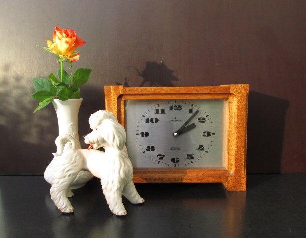 Vintage teak wood table clock, mantel clock JUNGHANS / Vintage Tischuhr, Kaminuhr mit Teakholz-Gehäuse von JUNGHANS | Germany by ShabbRockRepublic on Etsy https://www.etsy.com/listing/210431499/vintage-teak-wood-table-clock-mantel