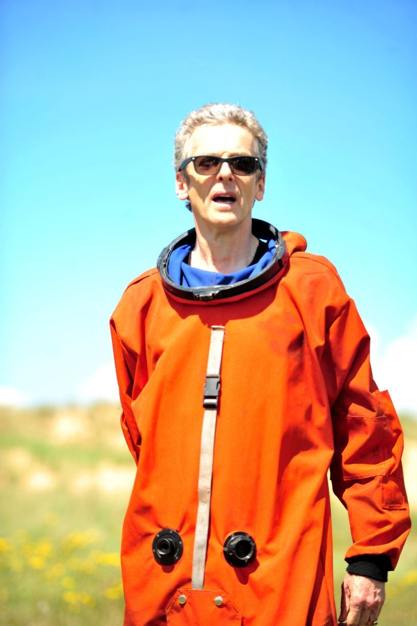 16 Doctor Who pictures: Behind the scenes with Peter Capaldi and the cast filming in the sand dunes at Aberavon Beach