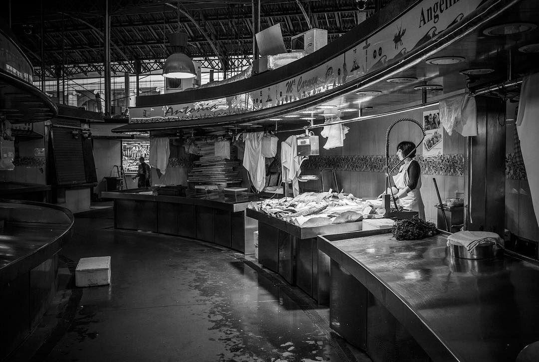 Mercat de Sant Josep de la Boqueria Barcelona Spain. . . #barcelona #travel #spain #viaje #canon #mercat #boqueria #balckandwhite #market #photography #photographer #city #street #streetphotography #martinepelde