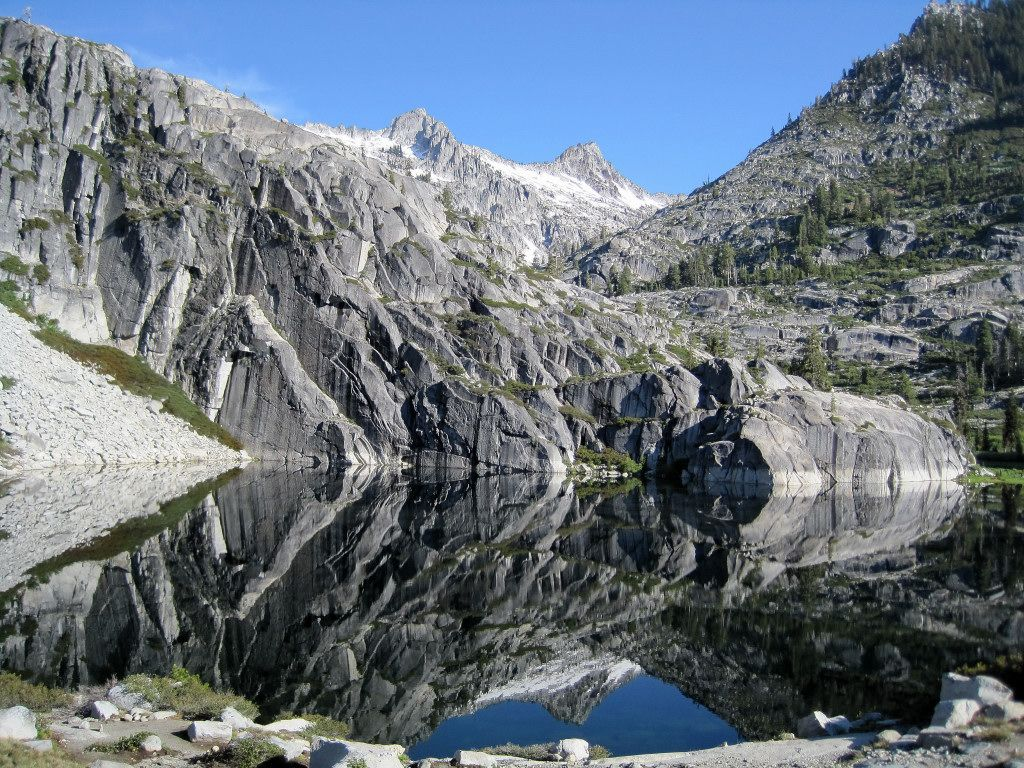 Thompson peak trinity alps alps wilderness and lakes for Canyon lake fishing ca