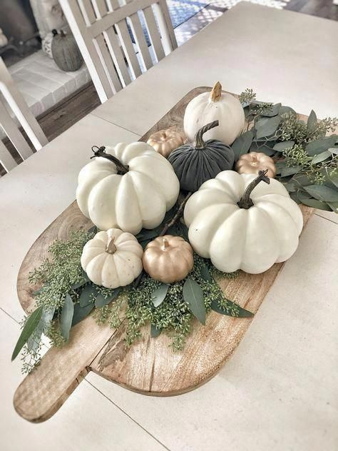 Easy fall centerpiece using wood pizza board; fresh seeded eucalyptus, and white pumpkins | minimalist | modern | neutral decor | farmhouse #EasyHomeDecor #herbsttischdekorationen