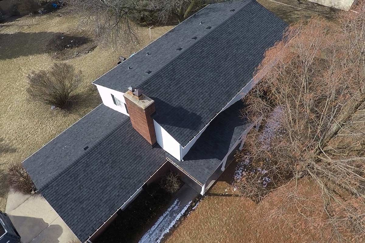 New Owens Corning Oakridge Asphalt Shingles Were Installed In Twilight Black To Compliment The Red Brick And White Siding White Siding Roof Shingles Shingling