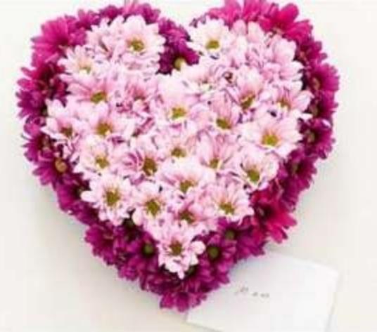 arreglo floral corazon de flores para san valentin