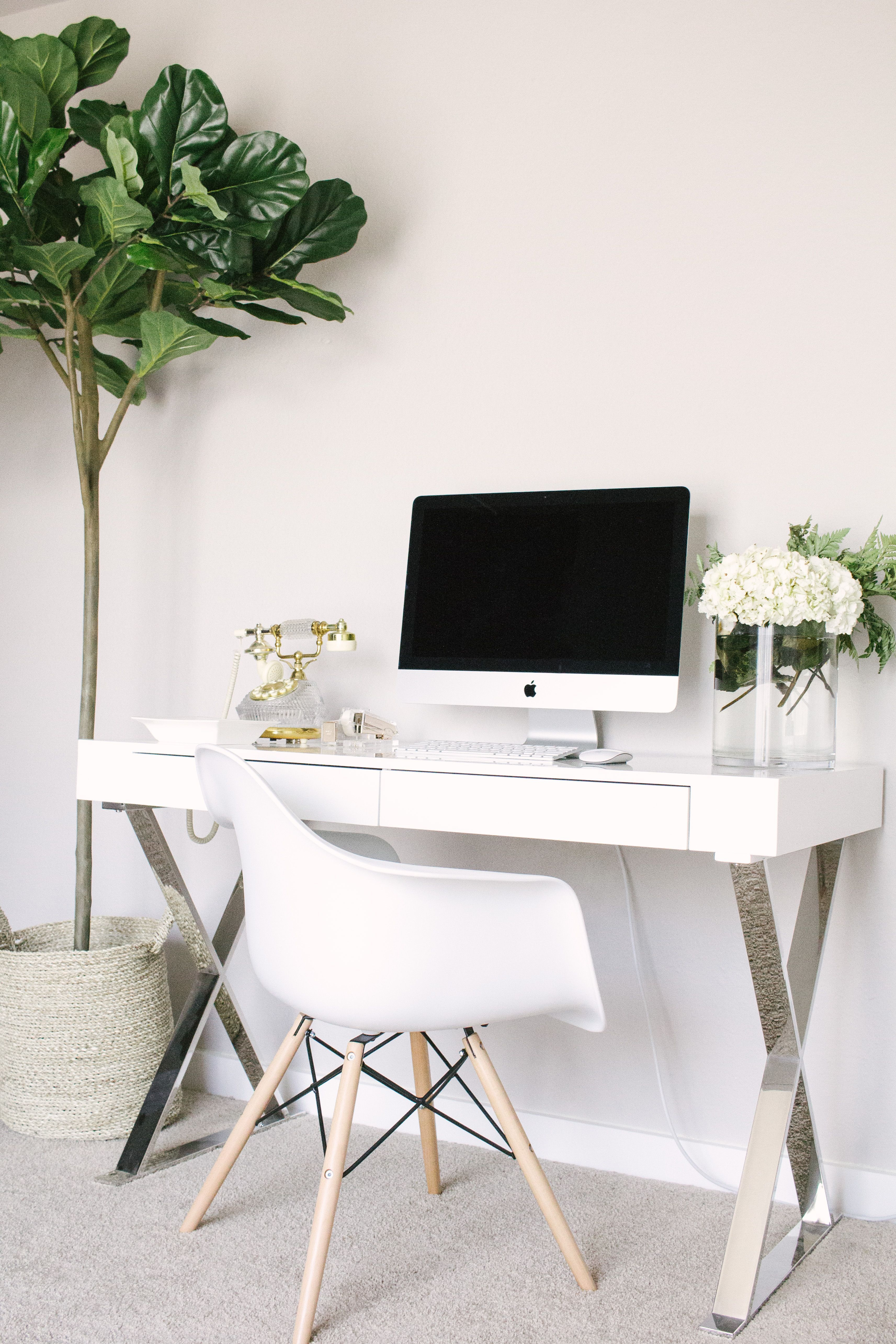 Love The Pop Of Greenery Office Space Work From Home Home Office Home Inspiration House Living Space R In 2020 Home Office Furniture Home Office Design Home Decor