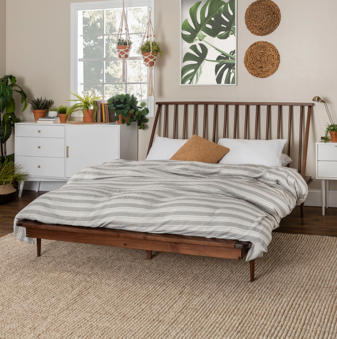 Solid Wood Modern Caramel Queen Spindle Bed in 2020
