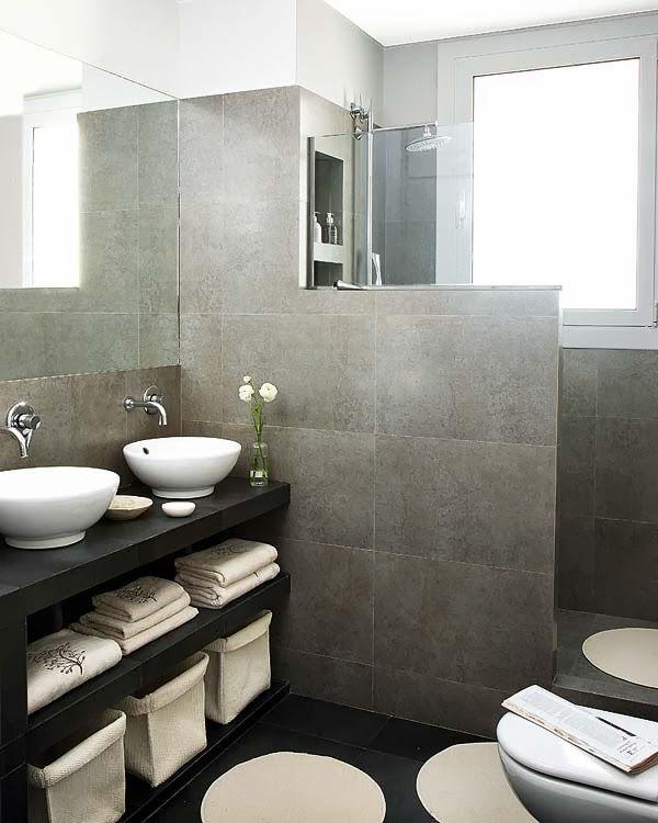 Reforma con esencia clásica y fusión de estilos Baño moderno, Gris