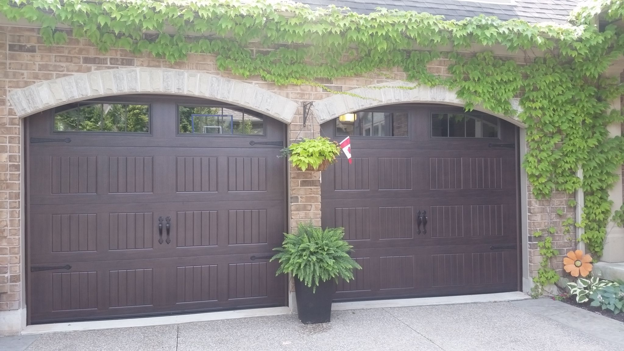 I 18511 Wayne Dalton 8500 In Walnut Sonoma Carriage Short Panel Outdoor Decor House Installation