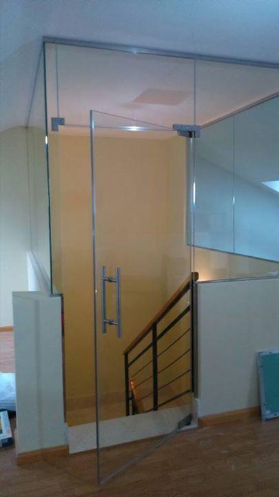 Cerramientos de escalera levidrio decoraci n del hogar for Puertas acristaladas interior