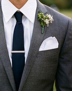anstecker br utigam weisse blumen grauer anzug einstecktuch hochzeit anstecker f r den. Black Bedroom Furniture Sets. Home Design Ideas