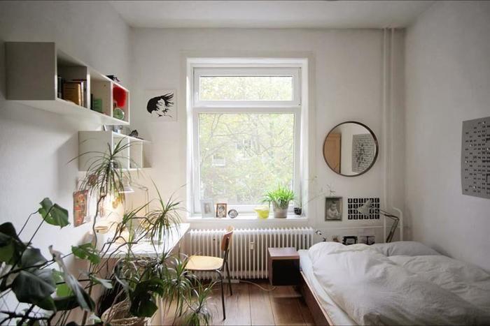 狭い部屋のレイアウトは海外インテリアに学ぶ 4畳や1kの一人暮らしさんへ キナリノ Bedroom Diy Bedroom Design Minimalist Bedroom