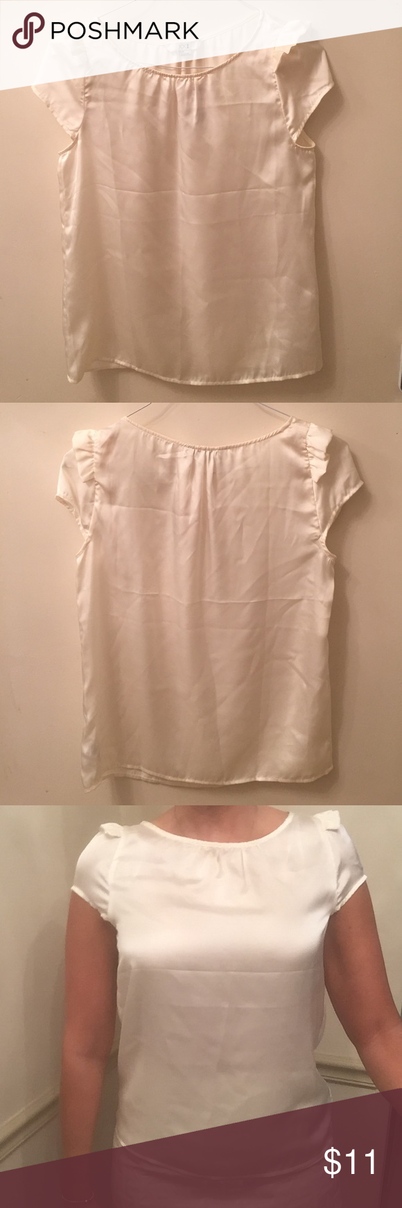 """White blouse 100% polyester shirt. Length from shoulders 24.5"""" NWT. Never worn (except in the picture). Pictured on me (5'9') great condition. Forever 21 Tops Blouses"""