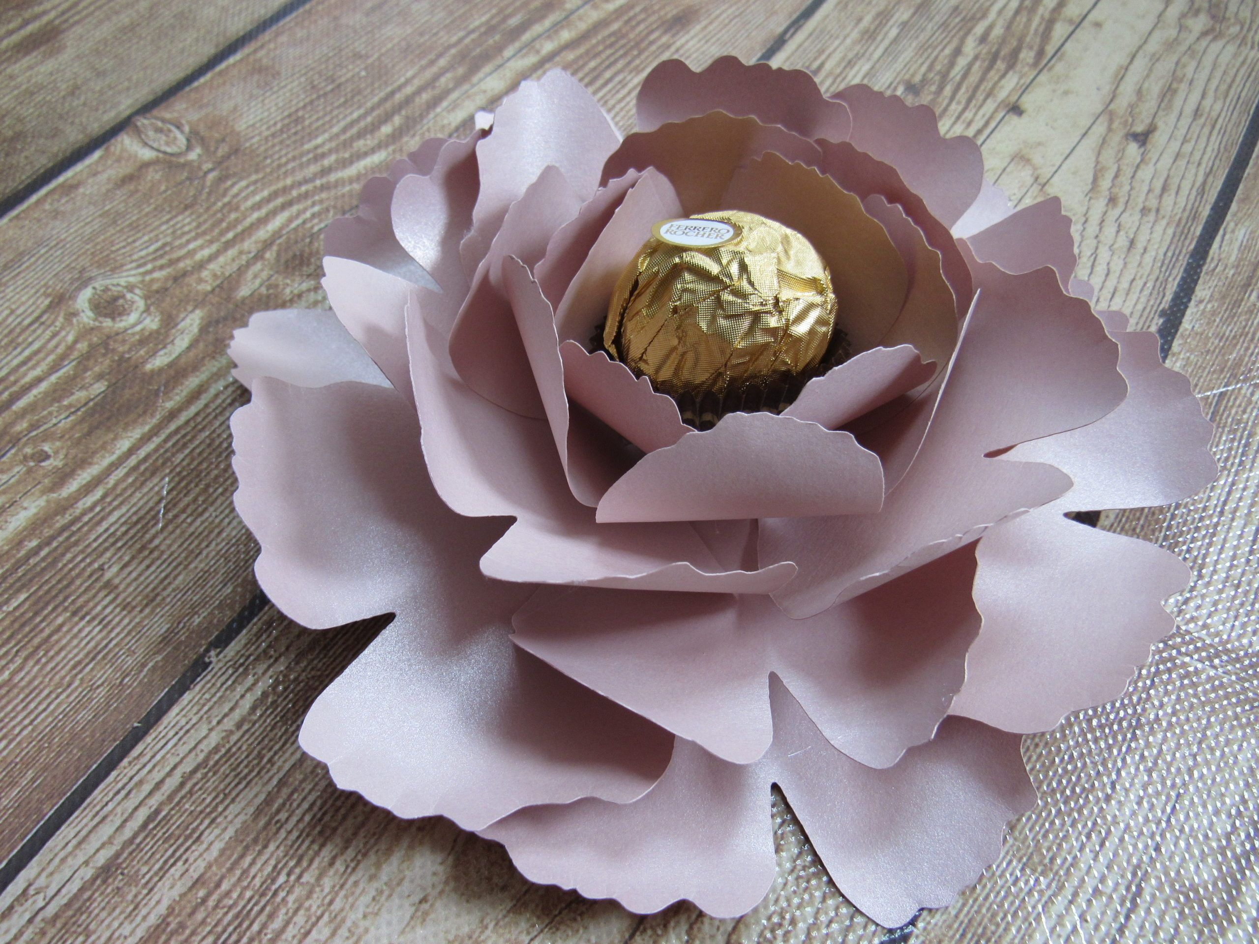 Paper Flower Peony Rose Gold Full Tutorial Paperpapers In 2020 Paper Flowers Paper Flower Centerpieces Peony Rose