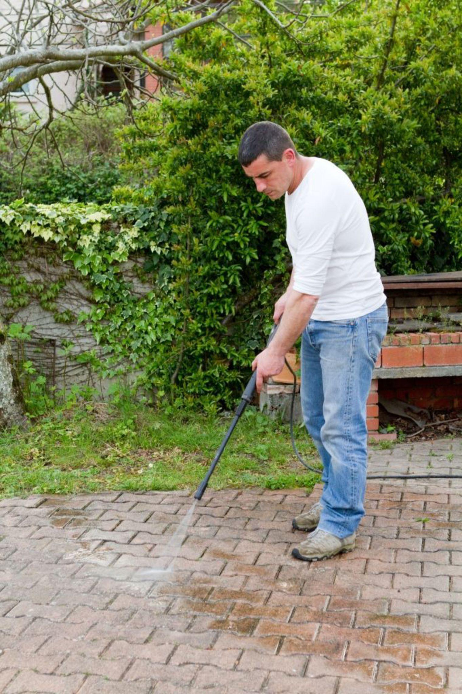 Enlever Taches Noires Dalles Terrasse conseils terrasse avec pavés : comment nettoyer et protéger