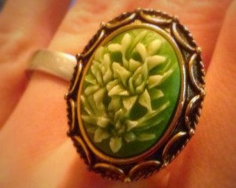 Poison Ring, cameo cut flowers, Locket Ring