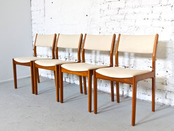 Set Of 4 Mid Century Danish Modern D Scan Dining Chairs Teak With Cream Fabric Dining Room Small Teak Dining Chairs Dining Chairs