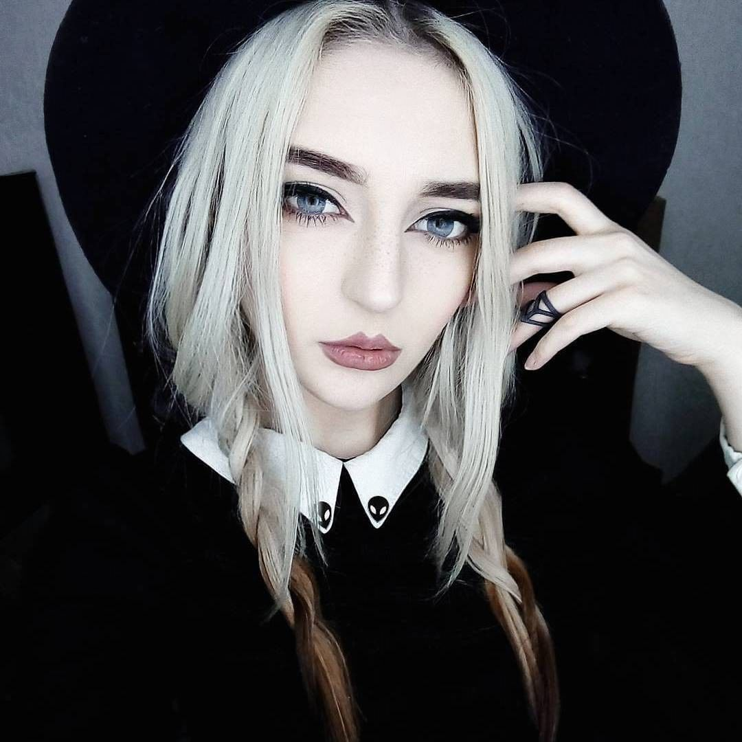 Pin by 𝕹𝖎𝖈𝖍𝖔𝖑 𝕯𝖊𝖆𝖓𝖆𝖊 on The Coven Womens hairstyles