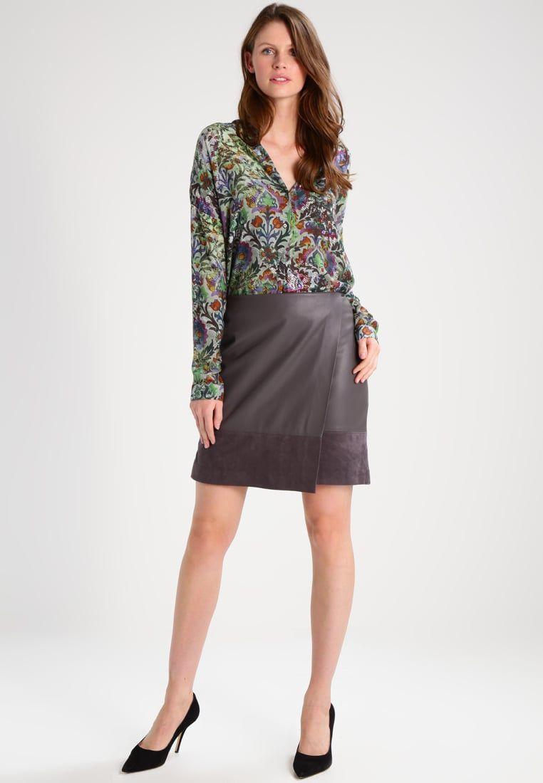 Consigue Este Tipo De Blusa Basica De Emily Van Den Bergh Ahora Haz Clic Para Ver Los Detalles Envios Gratis A Toda Espana E Tipos De Blusa Blusas Mujer Y Blusas