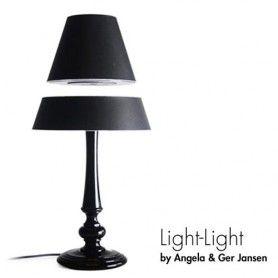 Lampe Flottante Silhouette La Nouvelle Lampe De Createur Au Design Qui Vous Surprendra Tous Angela Jensen Reinvente La Lampe A Poser Classique En Ajout