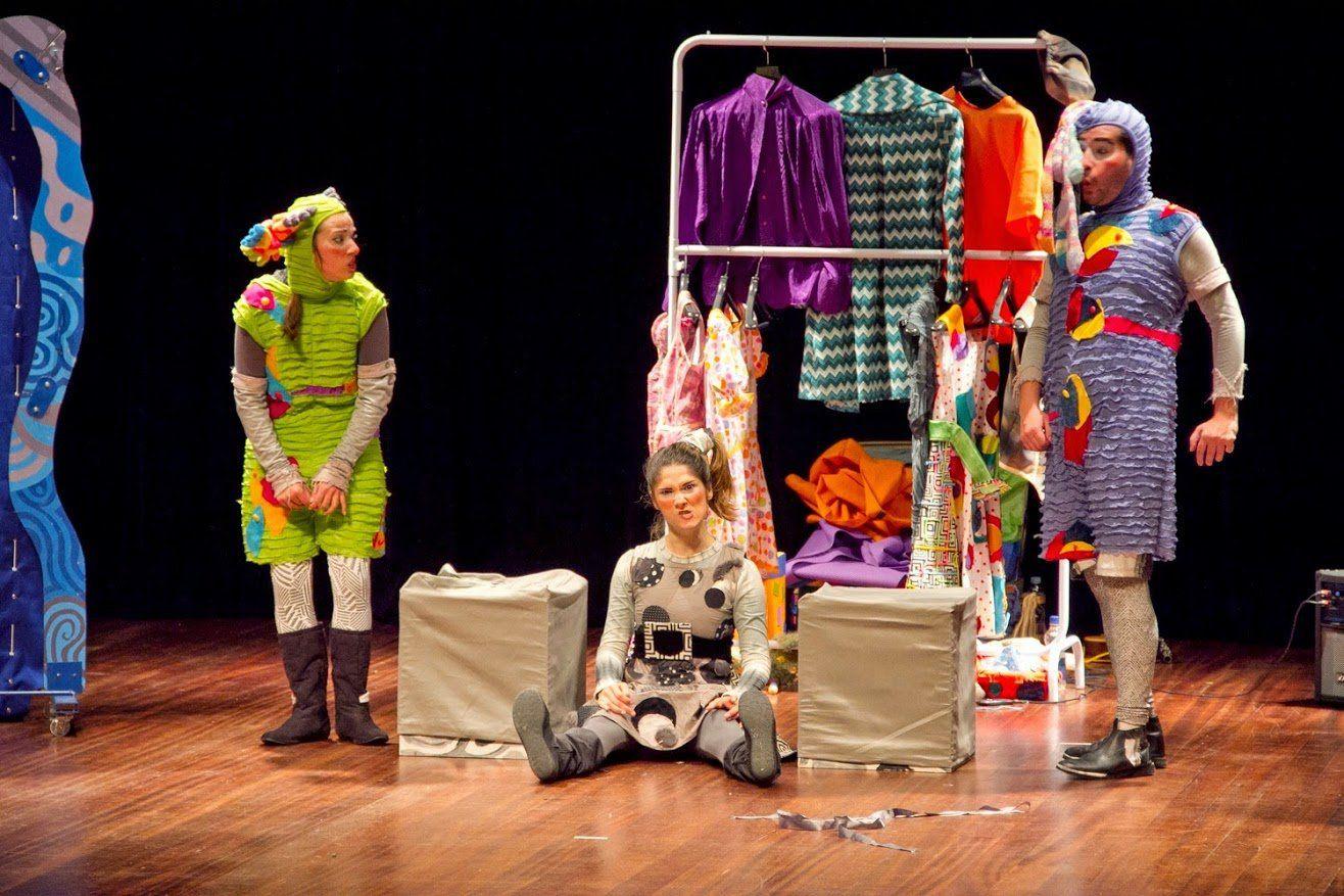 Entre os dias 18 e 27 de setembro, a cidade de Nova Iguaçu recebe a 13ª edição do Festival de Teatro EncontrArte, com a apresentação de 23 espetáculos infantis e adultos gratuitos, além de um internacional.  O evento ocorre em praças da cidade, teatro Sesc Nova Iguaçu e no Complexo Cultural da cidade.