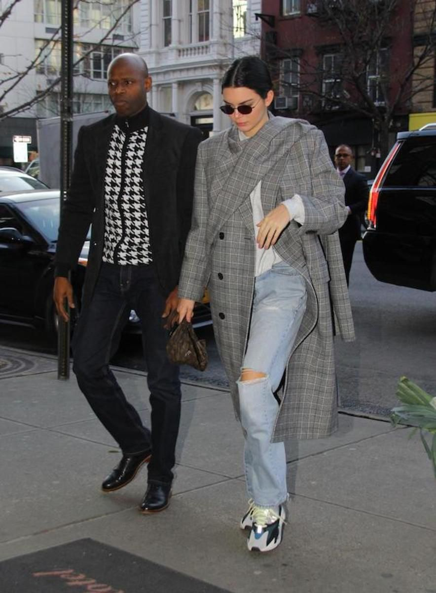 3 Celebrity-Inspired Ways to Wear Your Favorite Jeans This Week e02be02c9