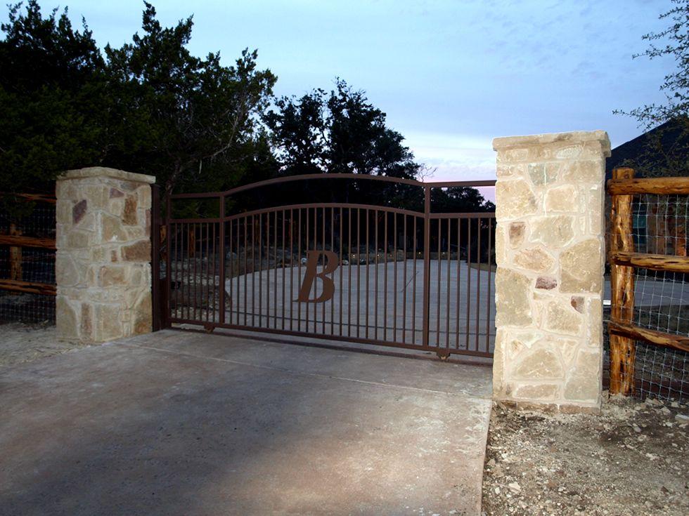 Gates entrances texas ranch style gates hill country for Rimodernato ranch di entrata del ranch