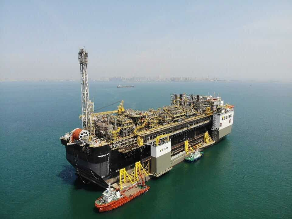 Alcohol poisoning kills crewmember onboard boskalis