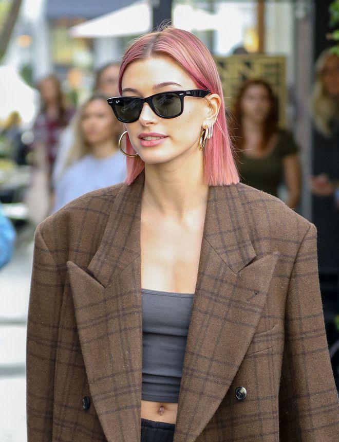 Розовый - хит сезона: Хейли Бибер покрасила волосы в яркий ...