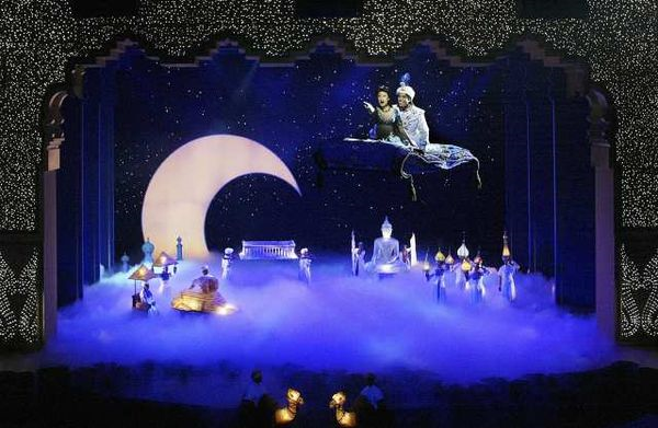 Magic Carpet Malfunctions At Disney S Aladdin Show In Anaheim Aladdin Musical Aladdin Broadway Aladdin Show