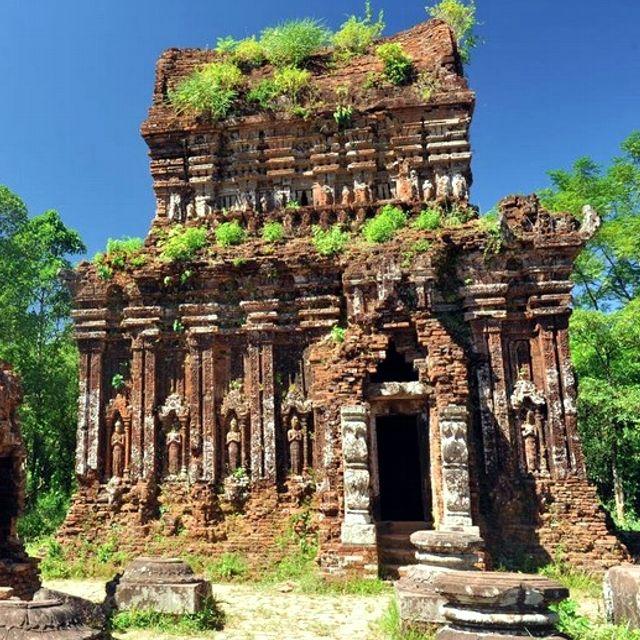Il complesso monumentale, costruito a partire dal IV secolo, era il principale luogo di culto del regno Champa. Mỹ Sơn, #Vietnam