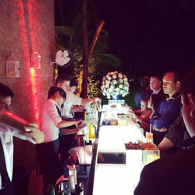 """""""Dentre os casamentos deste final de semana, este foi especial e o mais inusitado! O bar chamou a atenção dos convidados pelo visual e também por servir drinks completamente sem álcool, somado a linda decoração de @dorafloresdecora! #conceptbar #bar #drinks #casamentoevangelico #casamento #festas #villasaojose #weddingbar #ocharmedafesta"""" Photo taken by @concept_bar on Instagram, pinned via the InstaPin iOS App! http://www.instapinapp.com (12/22/2013)"""