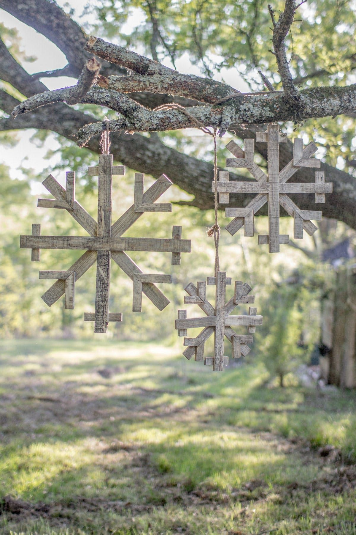 Kalalou Recycled Wooden Snowflakes Set 3