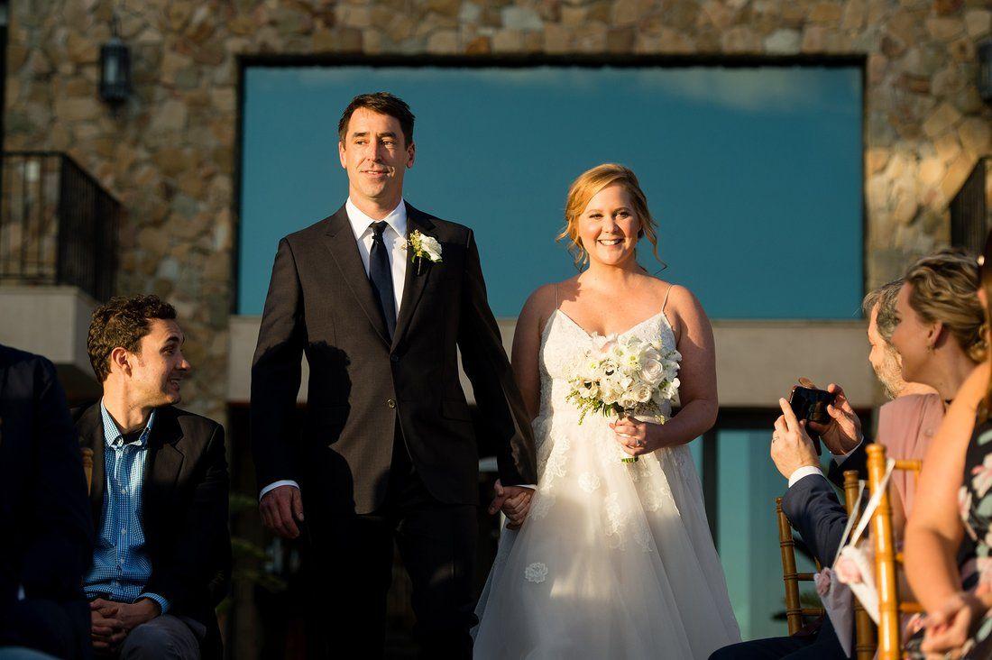 Amy Schumer And Chris Fisher Foto Von Rob And Lindsay Weddings Auf Www People Com Hochzeitsfeier Ideen Hochzeitsvideos Tony Award