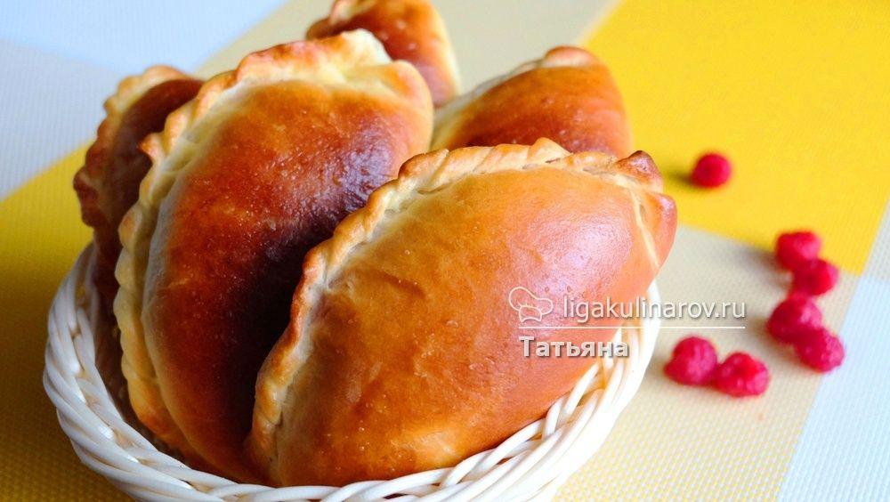 Главное фото рецепта: Пирожки со свежей малиной
