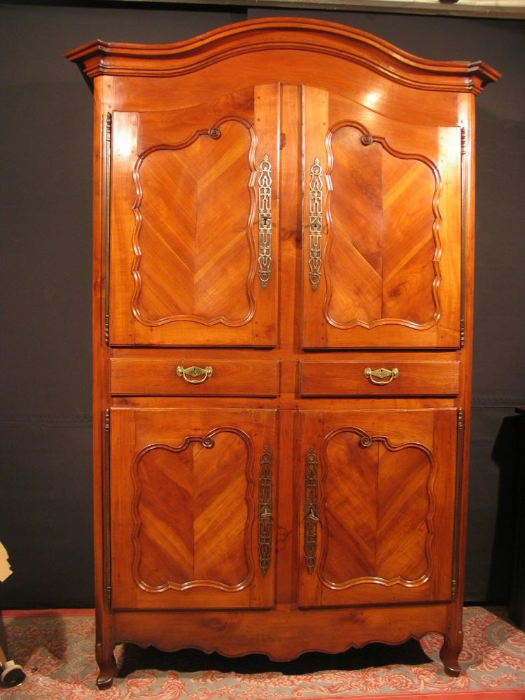 ancienne armoire merisier 4 portes 19 louis xv rennais breton buffet 2 corps projets. Black Bedroom Furniture Sets. Home Design Ideas