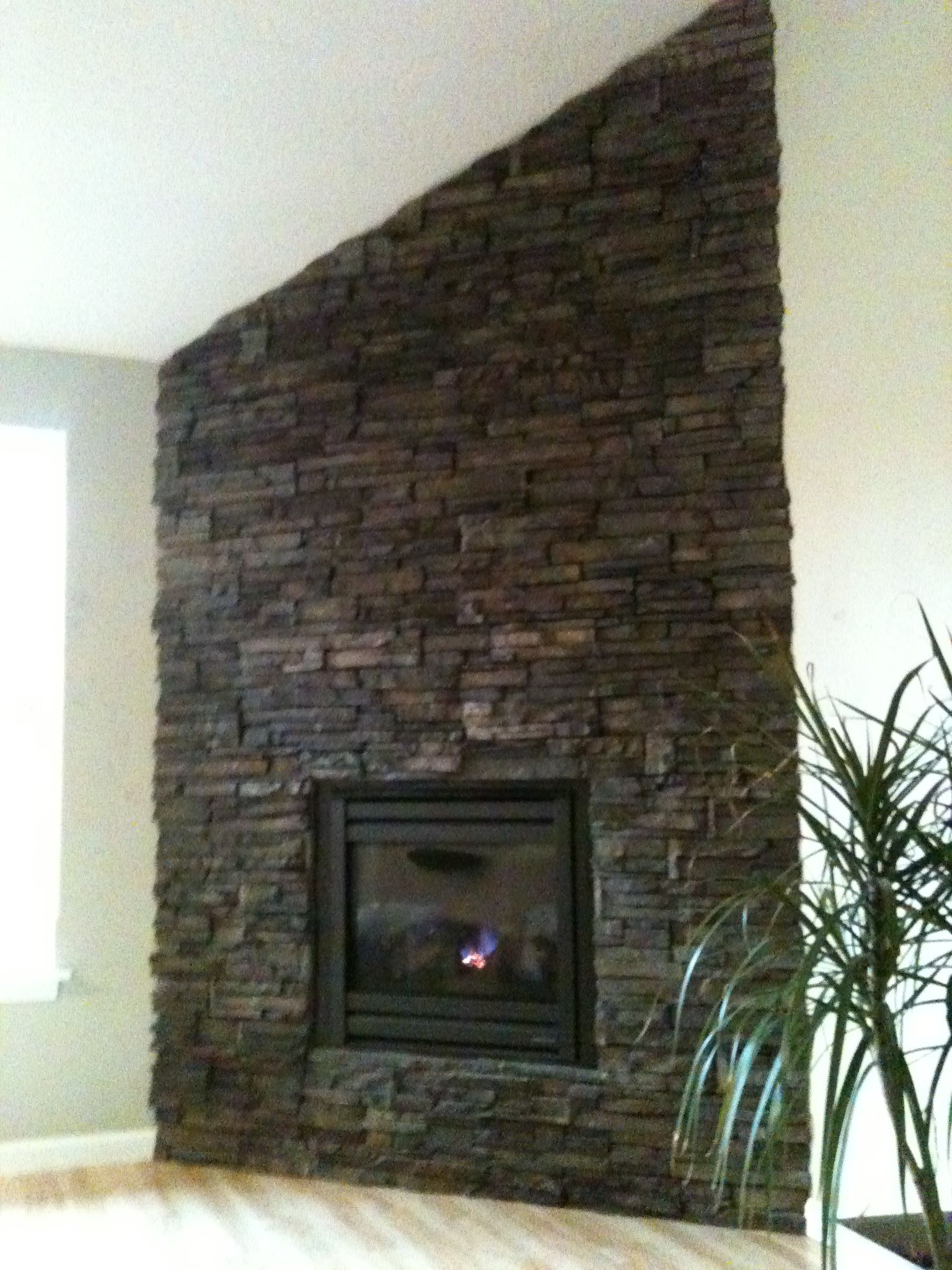 corner drystack stone fireplace adjacent to a vaulted ceiling makes rh pinterest com